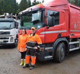 Ulla ja Esa Kauppi hoitavat lähes puolentoista tuhannen kotitalouden jäteeenkuljetuksen. Kuva: Susanna Mattila