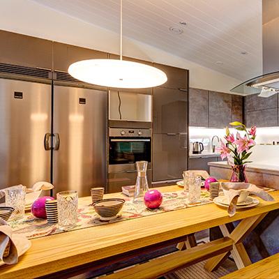 Keittiössä tarvitaan erityyppisiä valaisimia. Kuva: Airam