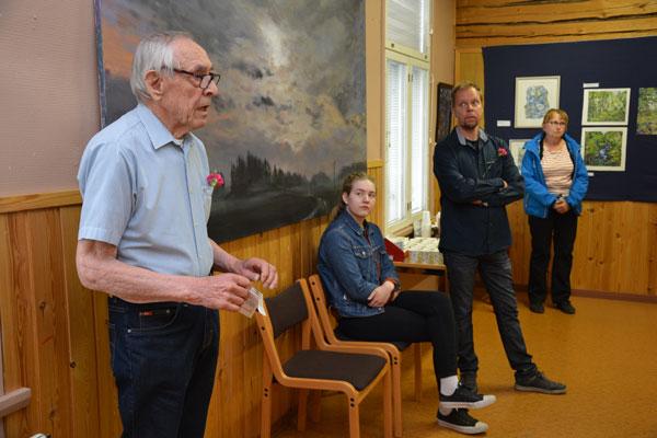 Jaakko Rautavirta kertoi valokuvakokoelmastaan sekä Peltolehdon talosta. Kuva: Susanna Mattila
