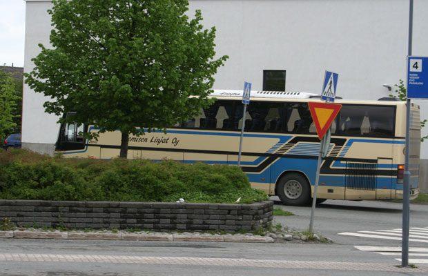 Lammilaisilta on kadonnut jo useita bussivuoroja sekä Hämeenlinnan että Lahden suuntaan. Kuvassa oleva Niemisen linja lopetti liikennöinnin Lammilta Hämeenlinnaan jo 30.5.2014. Kuva: Susanna Mattila