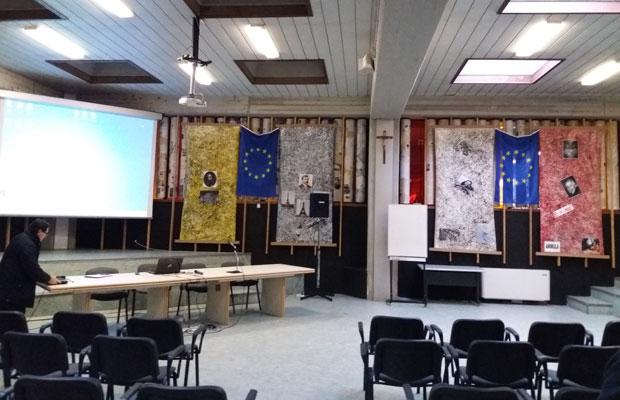 Koulun sali valmiina avajaistapahtumaa varten. Kuva: Lammin lukio