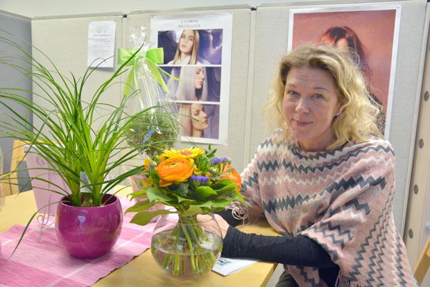 Hyvinvointivalmentaja Maarit Holmin yritys on vielä perustamisvaiheessa, mutta ensimmäinen yleisötilaisuus on jo ensi tiistaina. Kuva: Susanna Mattila