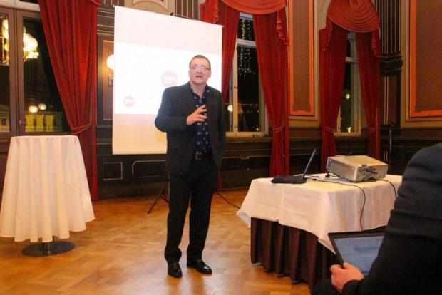 Jukka Lindberg pitää valinnanvapauskokeilua hyvänä. Samalla hän valitteli, että valinnanvapauteen liittyvästä lainsäädännöstä ei vielä voi sanoa mitään.