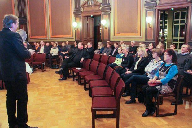 Raatihuoneella puhuttiin digitalisaatiosta ja hallinnon uudistuksista.