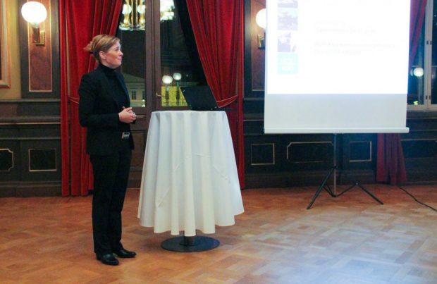 Maakuntajohtaja Joukkoliikenteeseen liittyvät digitaaliset innovaatiot olivat keskeisesti esillä maakuntajohtaja Anna-Mari Ahosen esityksessä.