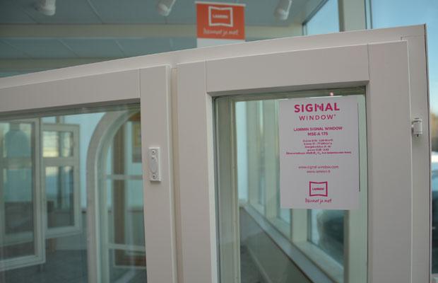 Lammin Ikkunan Signal Window on saatu jo markkinoille, kun Viestintävirasto vasta kehottaa kehittämään matkapuhelinsignaaleja läpäiseviä ikkunoita ja rakennusmateriaaleja. Kuva: Susanna Mattila