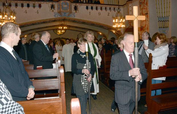 Kappalaisen virkaanasettamisjumalanpalvelus aloitettiin juhlavalla kulkueella. Kuva: Susanna Mattila