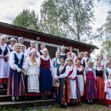 Kansallispuvut tuulettuivat Untulassa
