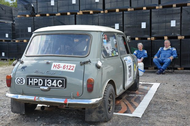 Sheila Grimsaw ja Gordon Cameron ovat Historic-rallien konkareita. Lahti Historic Rally on heille noin 20. ralli Suomessa.