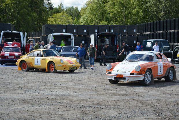 Alkupäässä nähtiin kaksi mukana olleista neljästä Porschesta.